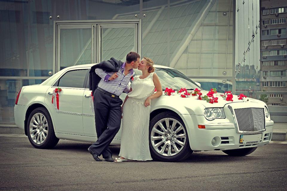 фото жених садится в машину дорожим даром