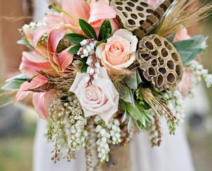 Заказать стильный свадебный букет цветы на волосы купить